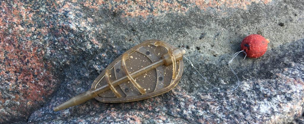 Кормушка для ловли карпа флэт-метод