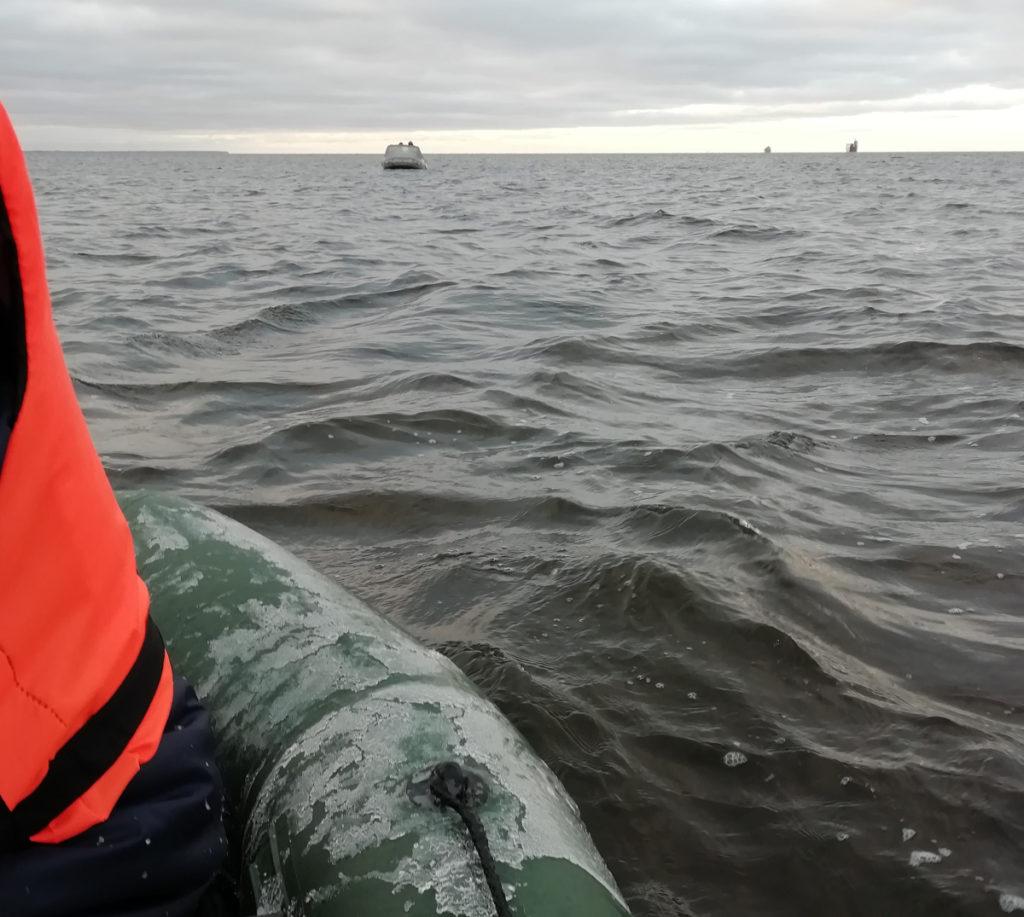 Зимой на финском заливе в лодке очень холодно